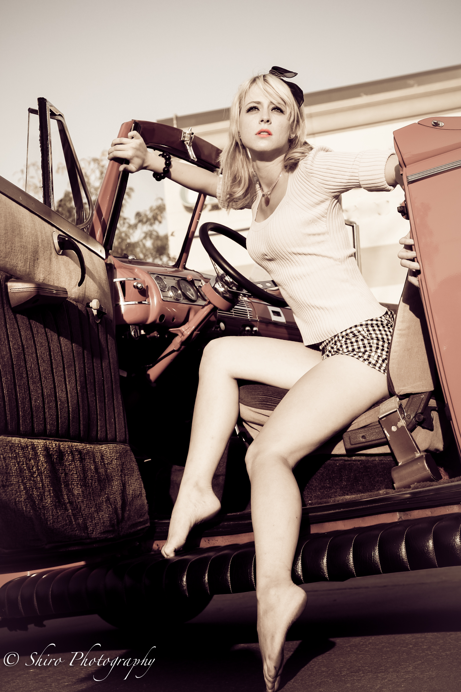 Hot Girls Vintage Cars Photo Shoot